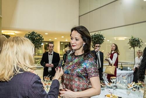 Актриса Ольга Кабо навыставке «Галерея самоцветов» втеатре Надежды Бабкиной