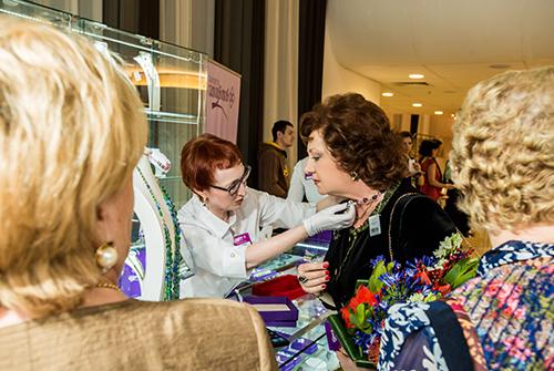 Гости выставки «Галерея самоцветов» смогли приобрести эксклюзивные украшения известных ювелирных брендов