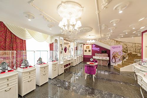 Салон «Галерея самоцветов» наАрбате встречает Клару Новикову