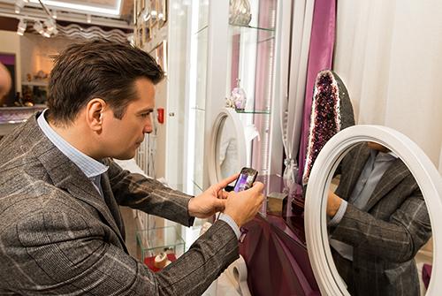 Сергей Астахов посетил салоны «Галереи самоцветов»