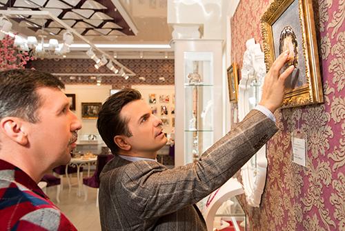 Сергей Астахов выбирает подарки в«Галерее Самоцветов»
