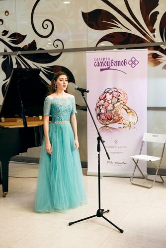 Ювелирный холдинг «Галерея самоцветов» иНадежда Бабкина представили новую коллекцию «Не стесняйтесь быть красивой!»