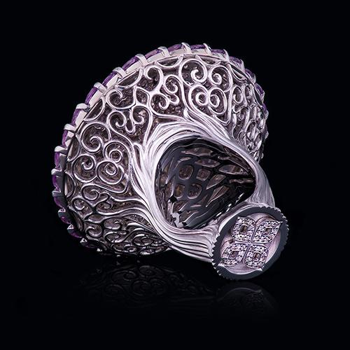Эксклюзивное кольцо отювелирного дома DENISOV & GEMS изготовлено специально дляНадежды Бабкиной