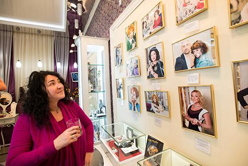 Лолита Милявская посетила VIP-салон «Галереи самоцветов»