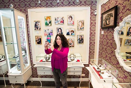 Актриса, композитор ителеведущая Лолита Милявская посетила VIP-салон «Галереи самоцветов»