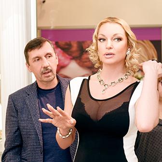 Анастасия Волочкова выбирает подарки вГалерее самоцветов