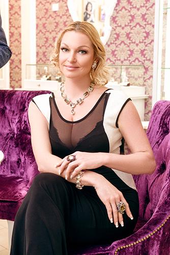 Анастасия Волочкова выбирает украшения только вГалерее Самоцветов