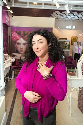 Лолита Милявская выбирает подарки в«Галерее Самоцветов»