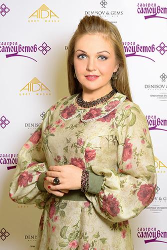 Актриса Марина Девятова посетила «Галерею самоцветов»