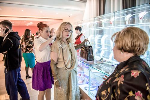 Гости выставки «Галереи самоцветов» высоко оценили эксклюзивные украшения изнатуральных камней