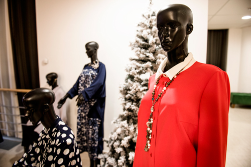 Платья отНадежды Бабкиной великолепно сочетаются сукрашениями «Галереи самоцветов»
