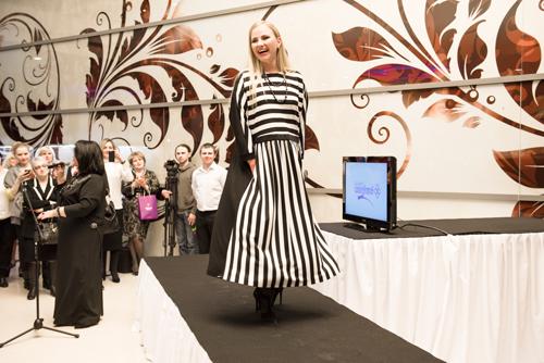 Модель вплатье отНадежды Бабкиной иукрашениях «Галереи самоцветов»
