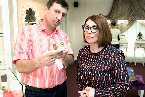 """Роза Сябитова выбирает подарки в""""Галерее Самоцветов»"""
