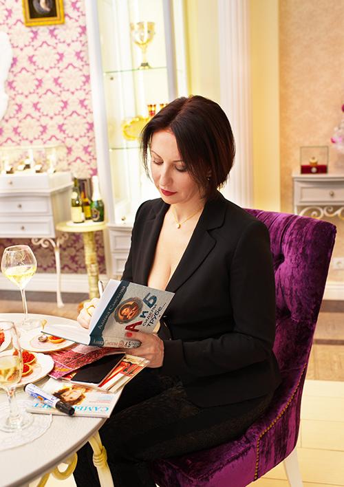 """Алика Смехова выбирает Новогодние подарки в""""Галерее самоцветов»"""