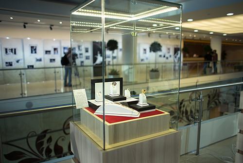 Выставка «Галерея самоцветов» втеатре «Русская песня»
