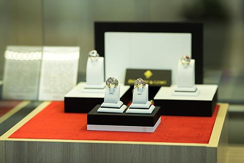 Ювелирная выставка эксклюзивных украшений «Галереи самоцветов» втеатре Надежды Бабкиной
