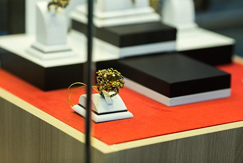 Ювелирная выставка украшений «Галерея самоцветов» втеатре Надежды Бабкиной