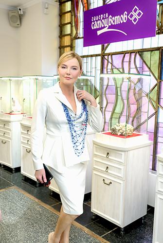 Лариса Вербицкая выбирает украшения изнатуральных камней в«Галерее Самоцветов»