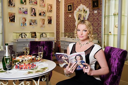 Анастасия Волочкова любит бывать вГалерее самоцветов