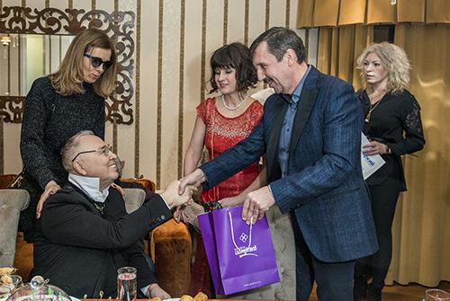 Президент ювелирного холдинга «Галерея самоцветов» Влад Денисов поздравил Вячеслава Зайцева сднем рождения